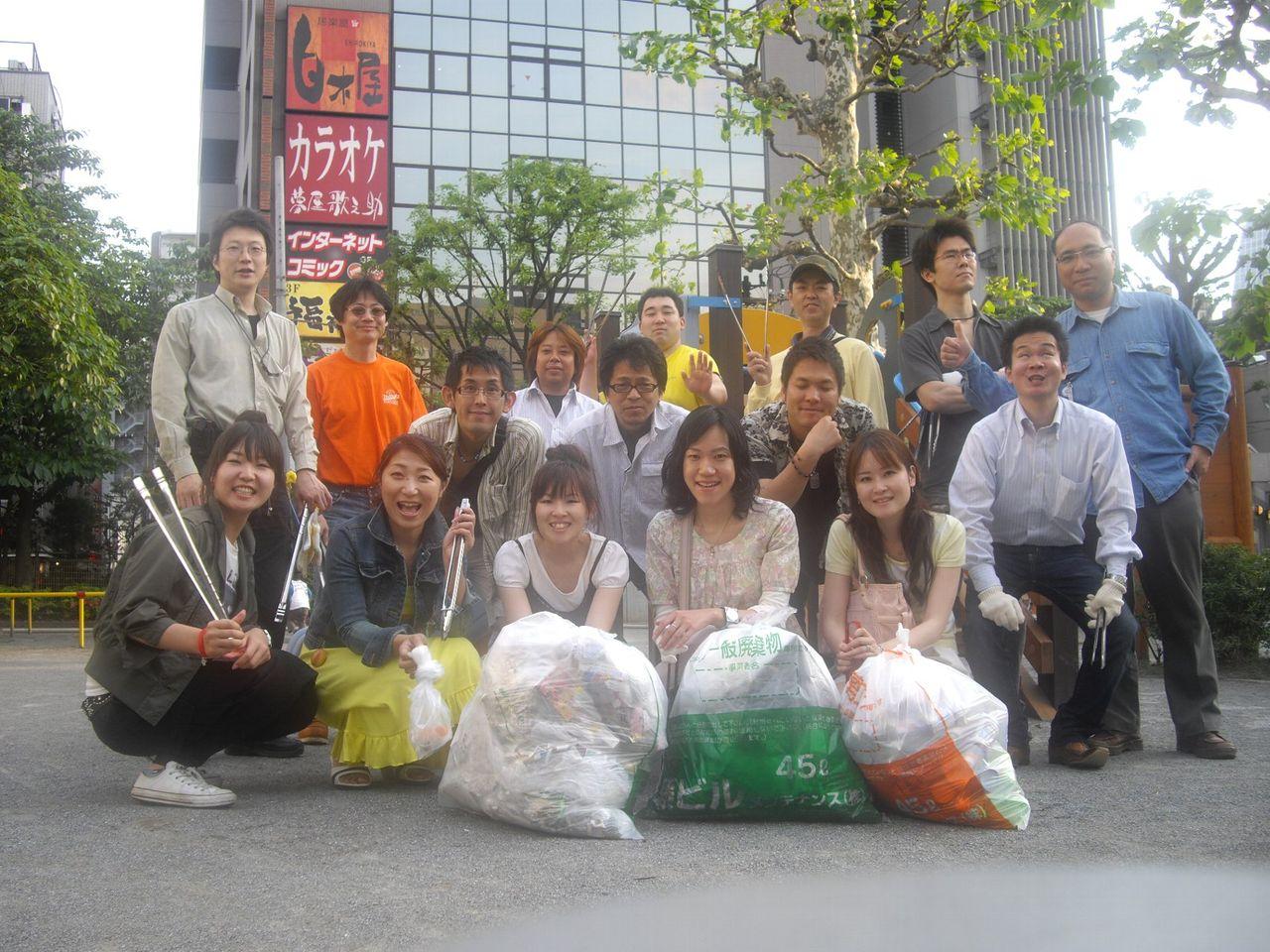 5月9日『新橋に飲みいこ!』ゴミ拾い活動(集合写真)