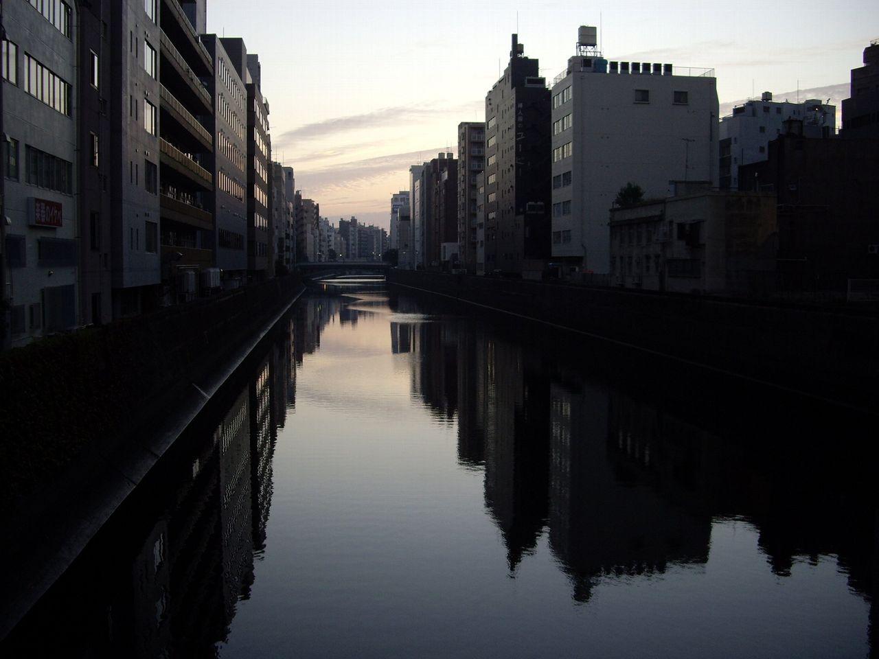早朝の風景(秋葉原)