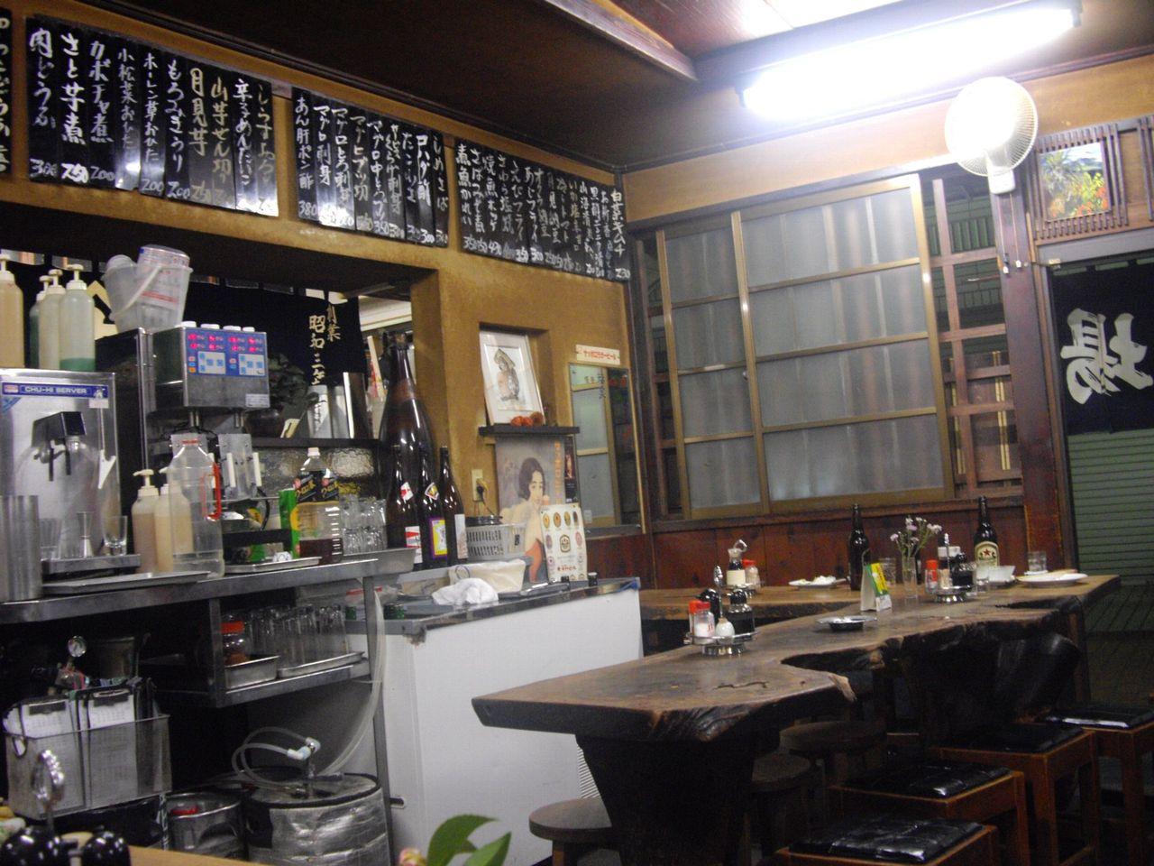 『斉藤酒場』(十条)店内