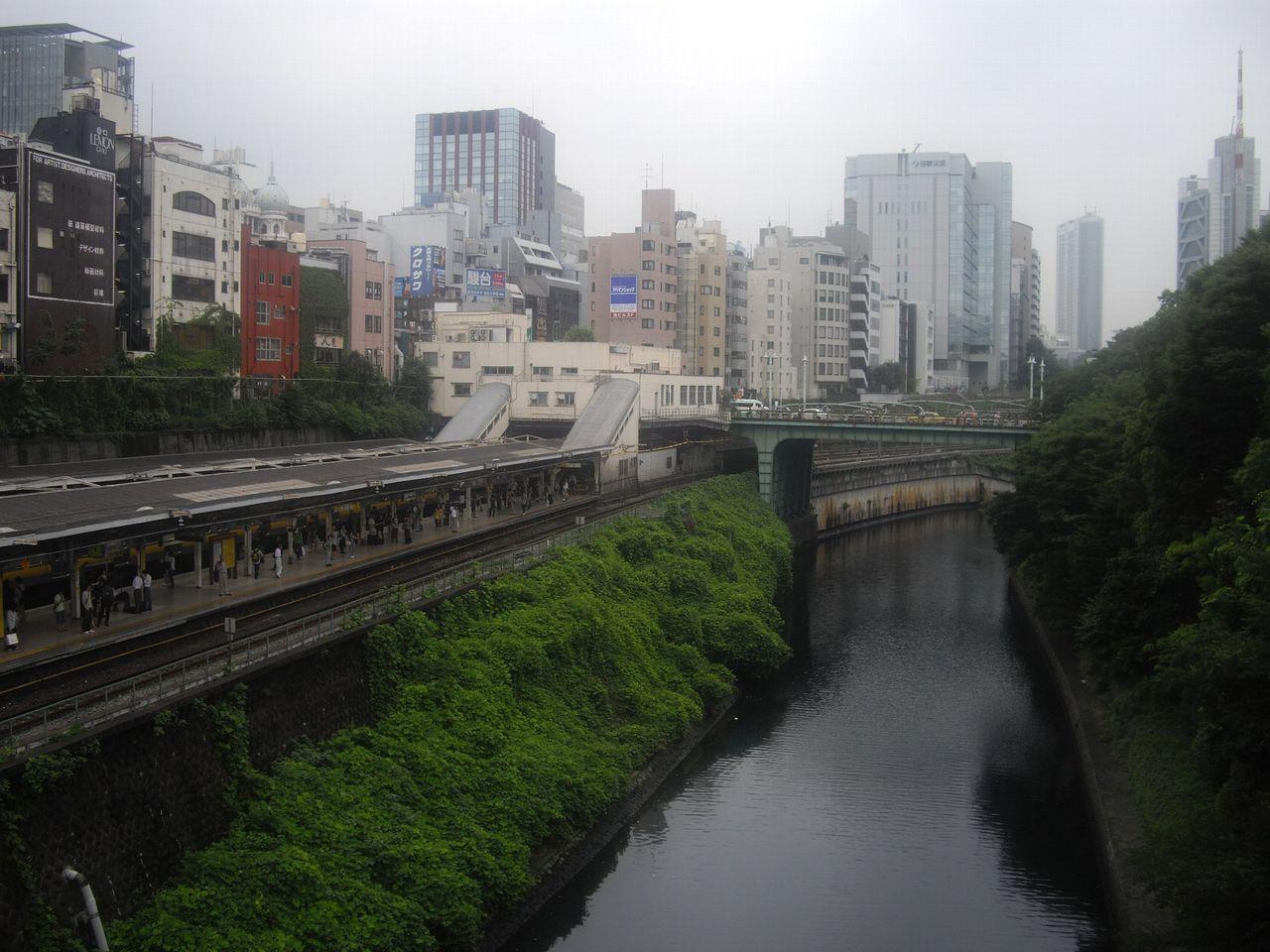 お茶の水駅の風景