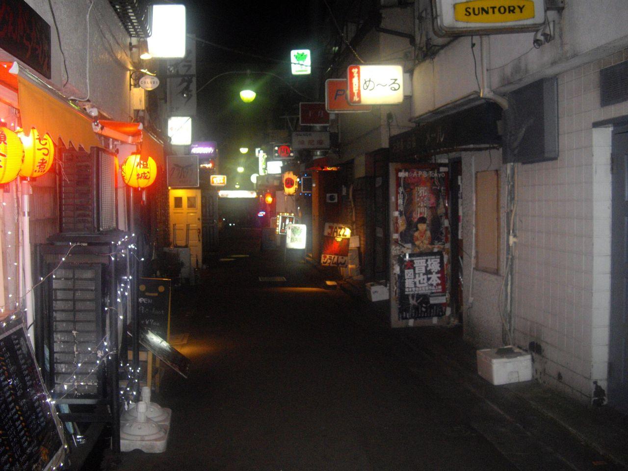 新宿ゴールデン街の夜の風景