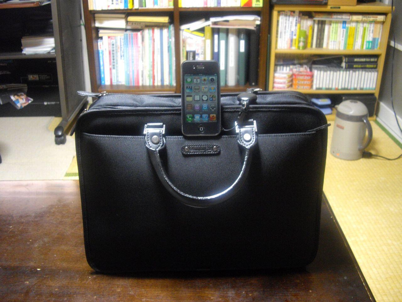 iphoneとビジネスバッグ