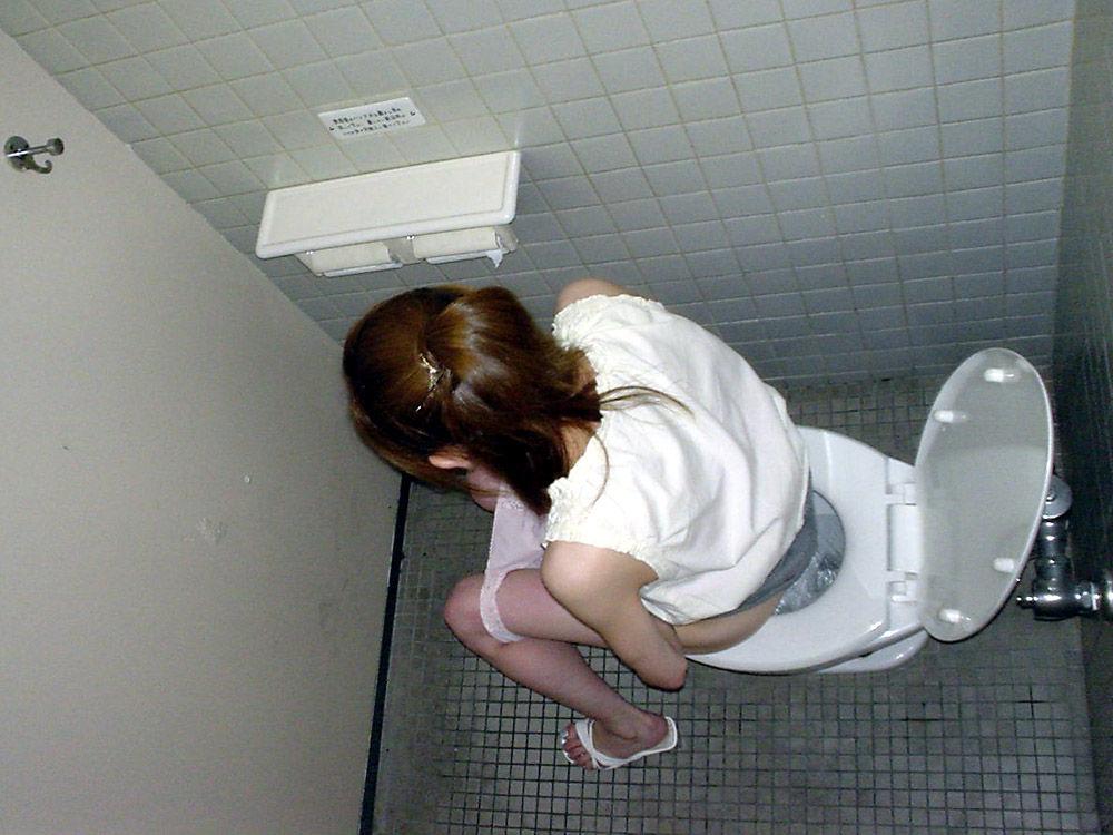 高校生の頃女子トイレに入ってオナッたことあるんだが…