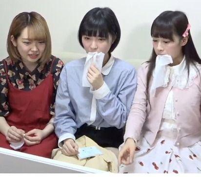 【悲報】ティッシュを食べるアイドル爆誕wwwwwwww