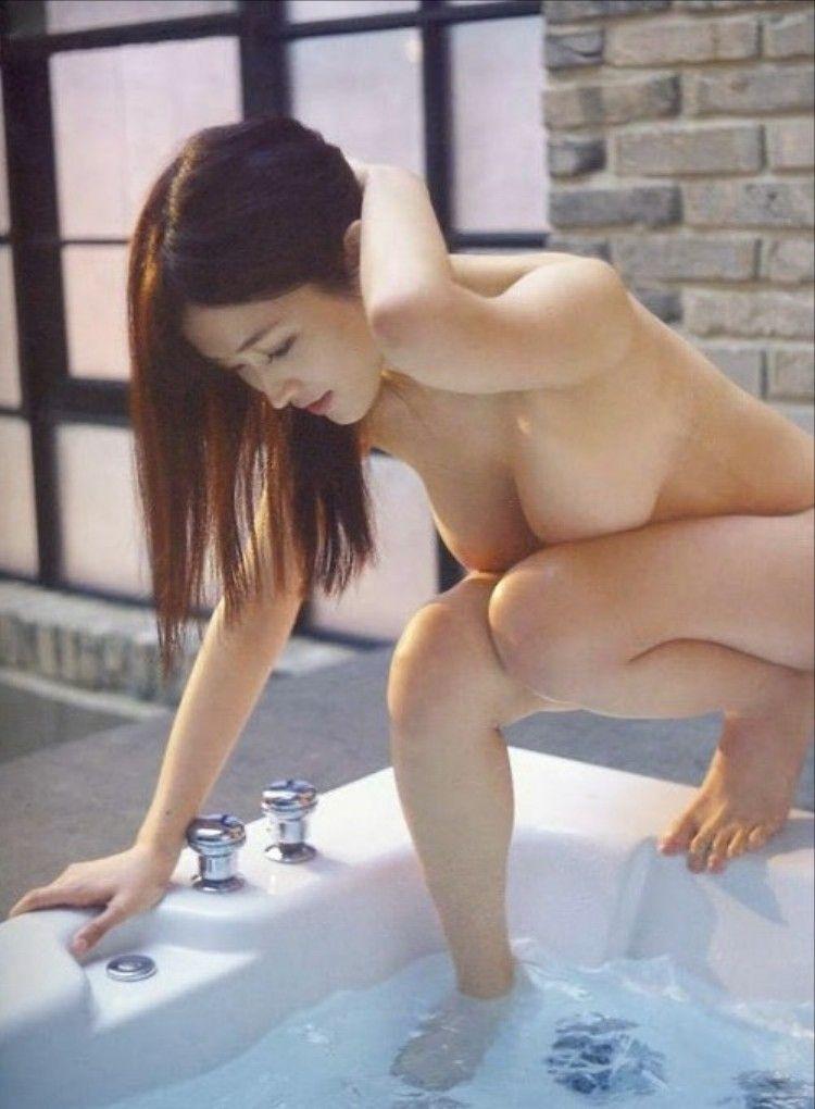 葉加瀬マイ(30)生乳ヌードが地上波TVに映りこんでぐうシコww【エロ画像】