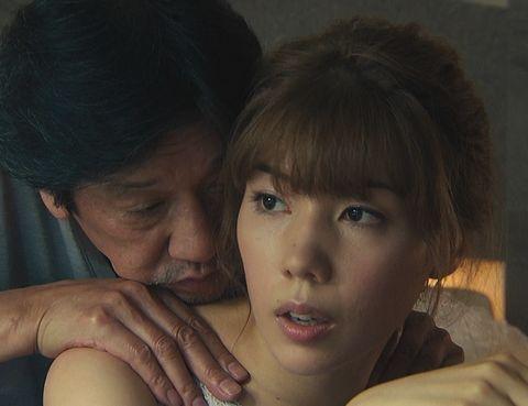 仲里依紗、「黒革の手帖」でおっぱい露出!乳や尻、触られまくってるwww