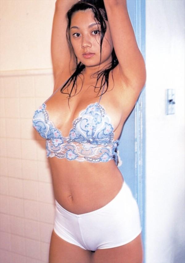 小池栄子のグラビア画像!! パイズリされてーーー!!!! 【40枚】