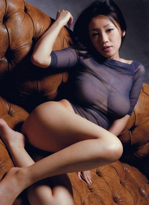 女優・神楽坂恵、乳首ヌードが美しすぎる!旦那(監督)の目の前でNTRセックスさせられたのか・・・
