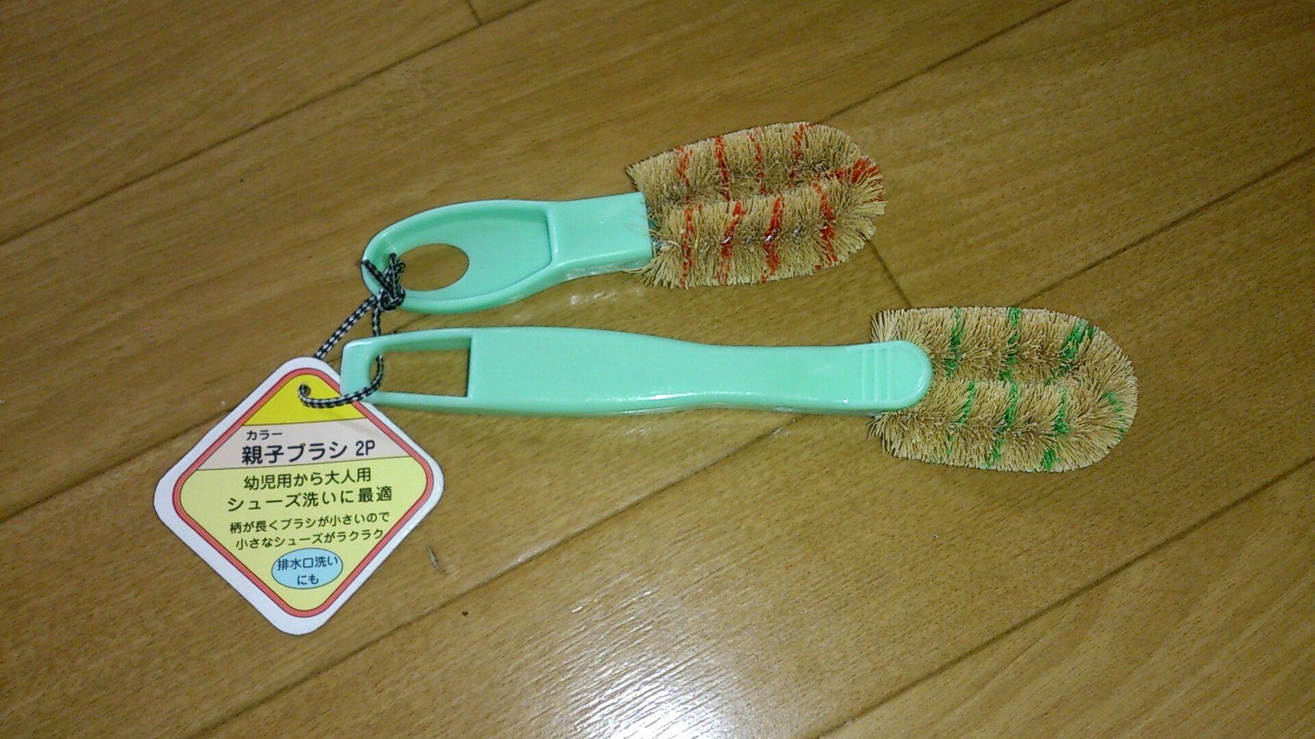 昔ながらの靴洗いブラシです。ただ、ブラシがとても小さくて、使いやすそうです。