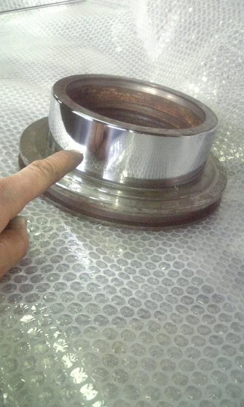 ピストン&シリンダーの機能部分を<br> 硬質クロームメッキにて肉盛り復元を行なう