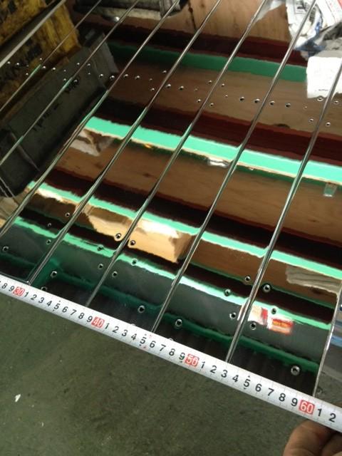 プレート表面へ硬質クロームメッキを30μ施し鏡面仕上げ<br> をさせて頂きました