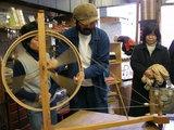 「アジアの布展」糸車体験