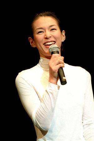 女優の鈴木保奈美さん、10年ぶりに芸能活動再開