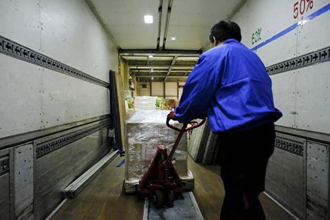 長距離トラック 誰が荷物を運ぶの201612230002