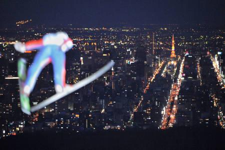 ジャンプW杯 ナイターで開催、札幌の夜景へ華麗なアーチ