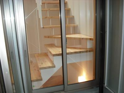 前田邸階段2
