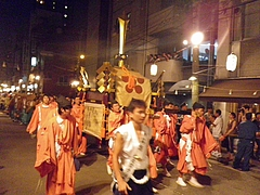 2010天神祭り25日 20:30大阪天満宮前宮入