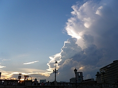 2010天神祭り25日 17:30超入道雲