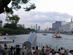 2010天神祭り25日 18:30中ノ島東端