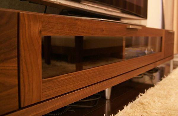 ウォールナットのロータイプ・テレビボード