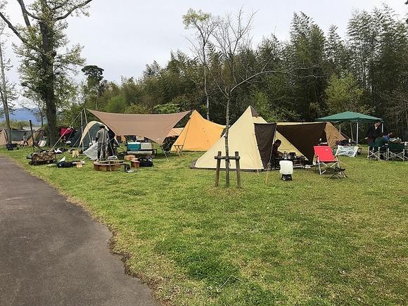緑地 キャンプ 湖岸
