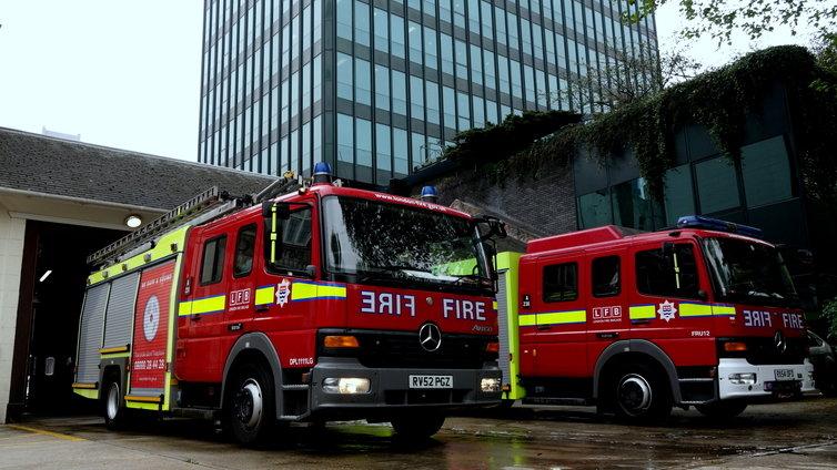 消防車 ベンツ