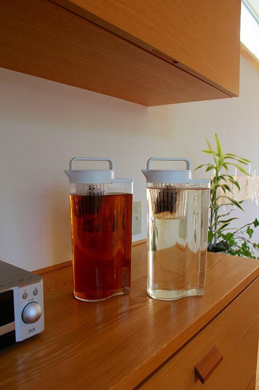 今まで使っていたガラス製の麦茶ポットを壊してしまいました。 無印良品で新しいポットを買ってみたら、便利で洗い替えも購入しました。