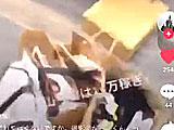 【動画】 ファンからのプレゼントを蹴飛ばし「ブスやし。いらんし」 恋愛番組出演のモデルが大炎上中
