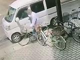 【動画】 「駐車していた社用車から財布が盗まれた」 犯行の瞬間を捉えた動画に衝撃走る