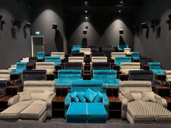 ラグジュアリーなダブルベッドで横たわりながら映画が見られる!超VIPな映画館がスイスにオープン!