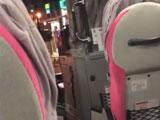 【動画】 高速バスに乗り遅れた男が「乗せろ!」とドアを叩き立ちふさがり 運転手「絶対に無理です」 車内騒然
