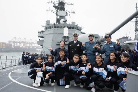 海外「日本人なら大歓迎だ!」 親日国ペルーを訪問した海上自衛隊の人気が凄い事に