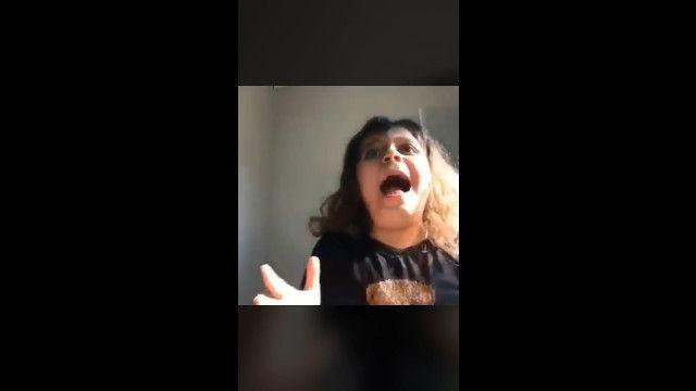 娘の泣き声にあわてて駆けつけたお母さん、娘の状況を把握して思わず爆笑