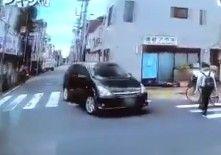 「あおり運転」は、煽られる側の運転にも問題があるという説