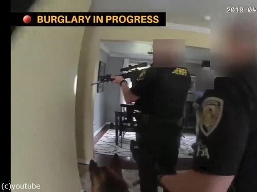 「助けて、トイレに泥棒がいるの!」武装した警察が突入したら…ルンバだった