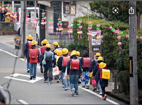 海外「やっぱり日本は凄かった…」 日本の子供達の登下校の様子にスリランカ人が衝撃