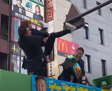 【画像】立花孝志の応援演説に登場したへずまりゅうwwwwwwwwww