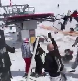 【動画】暴走したスキー場のリフトが人を巻き込みまくるのが怖すぎると話題にwwwwwwwwww