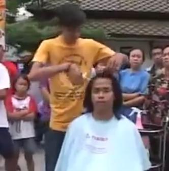 【悲報】外国人、ふざけて人の髪を切る動画にブチ切れイキる