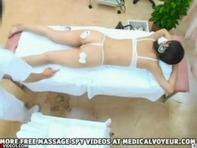 【人妻中出し】イケメン整体師に膣内マッサージされ中出しレ○プされちゃった人妻さんww