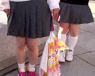 【マジックミラー号】巨大なチンコに興味津々!JCロリ中学生が東京修学旅行の思い出に処女喪失しちゃいましたンゴwwMM号
