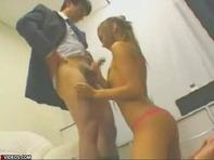 【デリヘル黒ギャル】貧乳が残念な金髪黒ギャルデリヘル嬢が腰ふりまくりスマタ騎乗位でレゲエダンスww