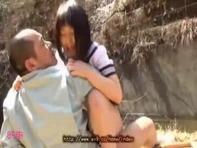 【JCレイプ】部活帰りの松葉杖の中学生早坂かなちゃんと木村つなちゃんをロリコン先生が青姦中出しレイプww