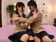 【双頭ディルド】三つ編み制服ロリっ娘朝倉ことみちゃんと中野ありさちゃんがイチャつきながら双頭ディルドでレズプレイww