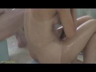 【JS幼女レイプ】JS幼女にしか見えないパイパン青井いちごちゃんが男湯でロリコンお兄さんの餌食にンゴww