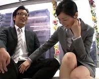 【マジックミラー号】公務員か?と思うほど真面目で堅い雰囲気の2人。ところが5分後→たった10万円でセックスしちゃいましたww