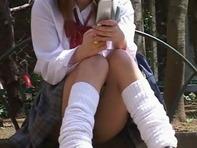 【ミニスカ中学生盗撮】太もも絶対領域ミニスカ中学生のM字開脚モリマンをクンカクンカしてペロリンチョしたいれすww