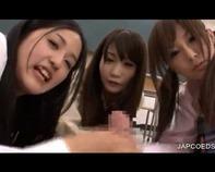 【主観ハーレム】激カワ女子高生3人のノーパンスマタ&手コキ逆イジメでM男くん仰天フル勃起ドッピュンコww