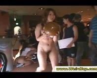 【全裸ボーリング大会】いくら暑いからってノーパン美少女女子高生だらけのフェラ抜きボーリング大会とかww