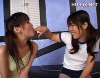 【レズキス小学生】ブルマ体操服ロリ小学生中学生2人のラブラブ濃厚レズキスがエロ過ぎヤバイおww
